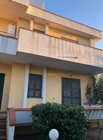 Villa a schiera su tre livelli Via del Mare, Marano
