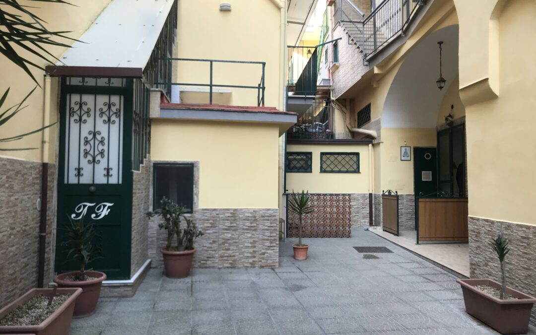 Soluzione su due livelli Via Ferrigno, Marano