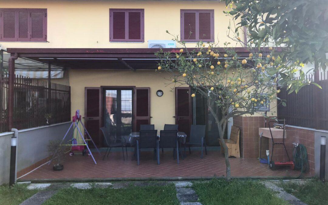 Villa a schiera su tre livelli 240 mq Via Del Mare