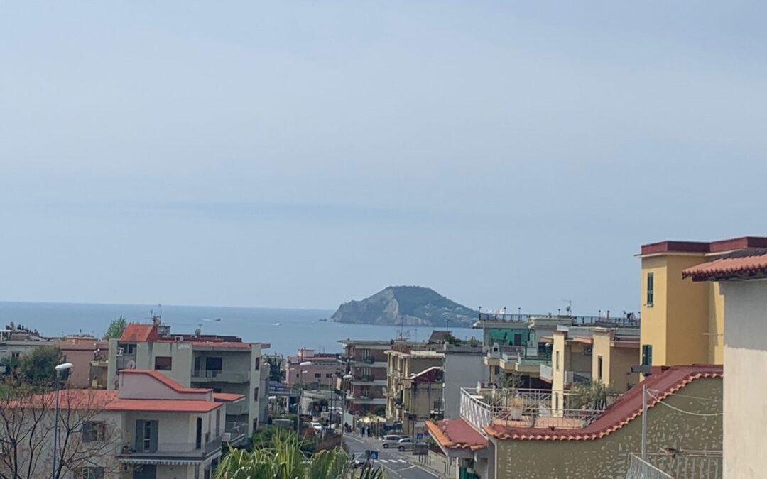 Appartamento con terrazzo panoramico, Pozzuoli