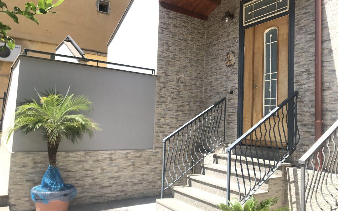 Appartameento con terrazzo e box Via Arbusto